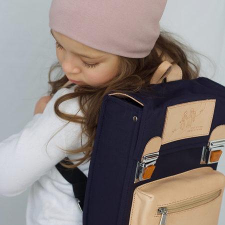 jens storm kbh er et nyt dansk brand med smukke retro tasker til børnehaven, vuggestuen, dagplejen eller pusletaske. I lækre materialer og bedste kvalitet. Rigtig fin dåbsgave eller børnehavetaske