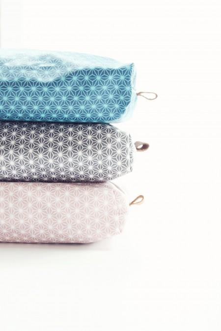 Vådservietter i smuk indpakning med læder tag og i vandafvisende materiale