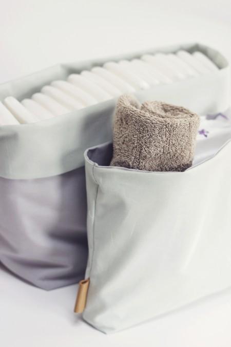 blepose til opbevaring på puslebordet. babys småting i et minimalistisk hjem