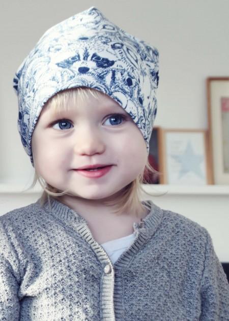 Beanie til børn med baggy facon. øko tex bomulds jersey designet af sarah watson