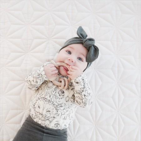 hårbånd i smukke farver til baby