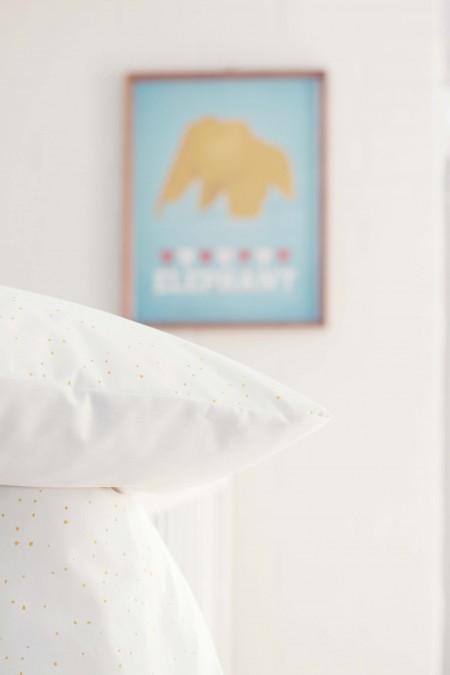 sengetøj med gule prikker til baby fra lehof