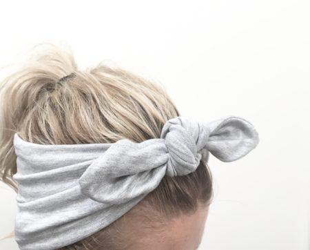 btredt hårbånd fra lehof i lys grå mellange